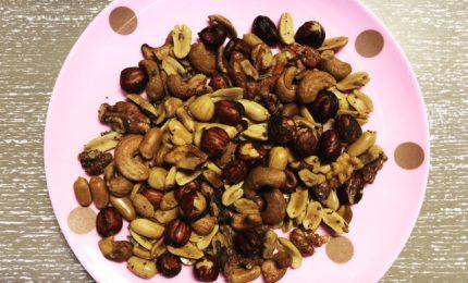 Praženi in začinjeni oreščki